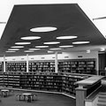 Main hall of the library, state of 1962<br/><small>Heinrich Heidersberger, Wolfsburg/ARTUR IMAGES</small>